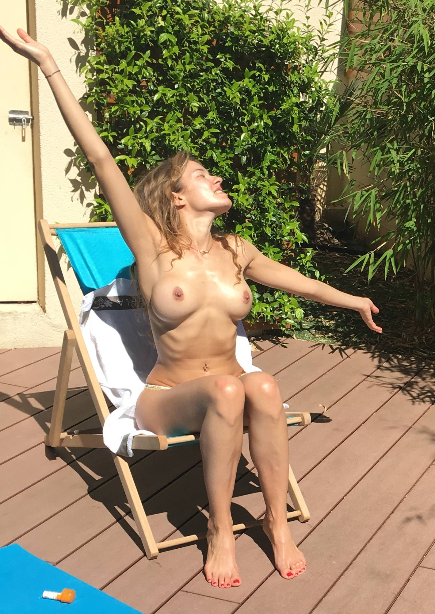 Élodie Fontan Nude Boobs Leaked Pics